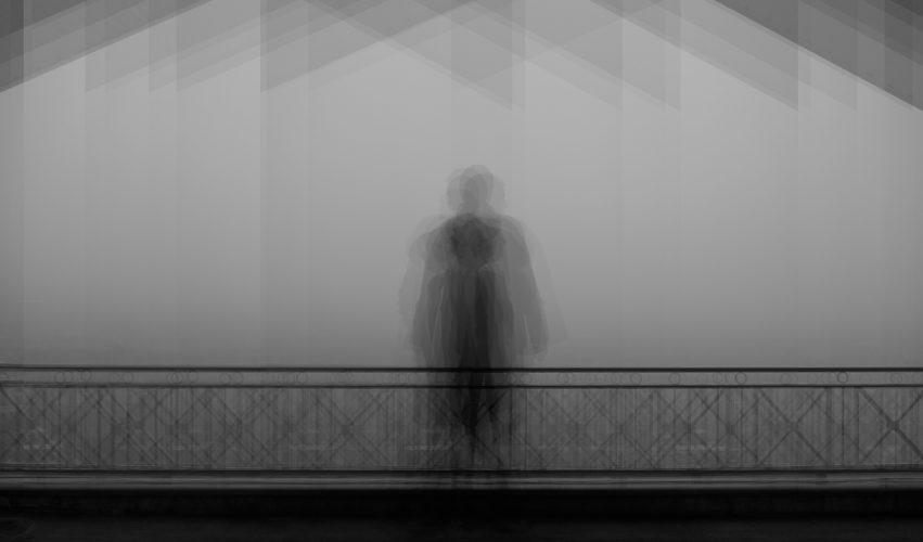 self portrait- death - staged photography - joubeen mireskandari - contemporary photography - iran contemporary photography